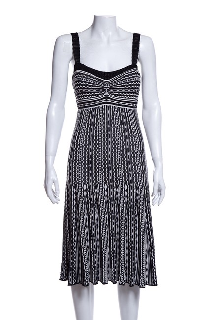 Preload https://img-static.tradesy.com/item/25557248/missoni-black-and-white-and-short-casual-dress-size-6-s-0-0-650-650.jpg