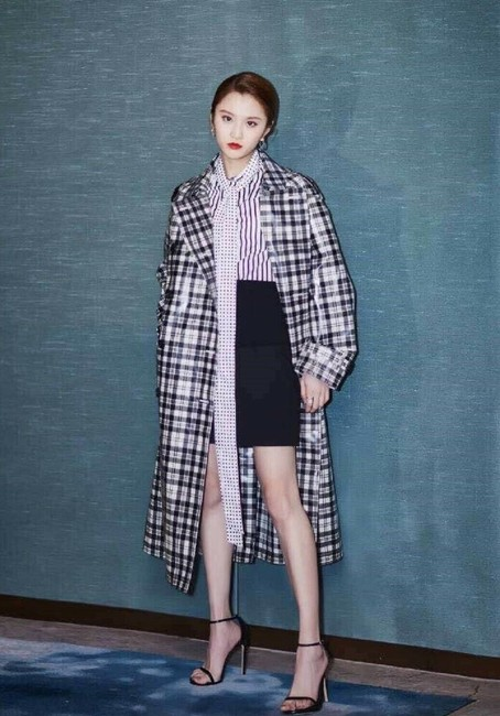 Burberry Women's Black/White Plaid Patent Trench Coat Image 4