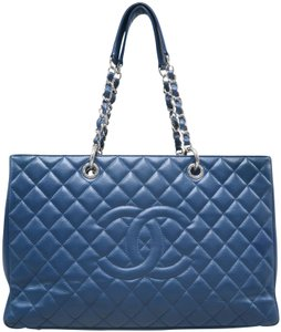 Chanel Gst Xl Caviar Shoulder Bag