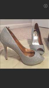 Badgley Mischka Silver Ponderosa Platform Pumps Size US 8 Regular (M, B)