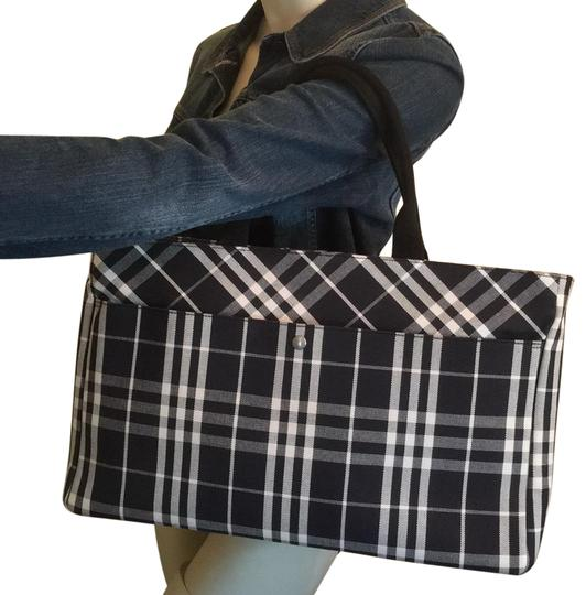 Preload https://img-static.tradesy.com/item/25561051/burberry-black-and-white-canvas-tote-0-1-540-540.jpg