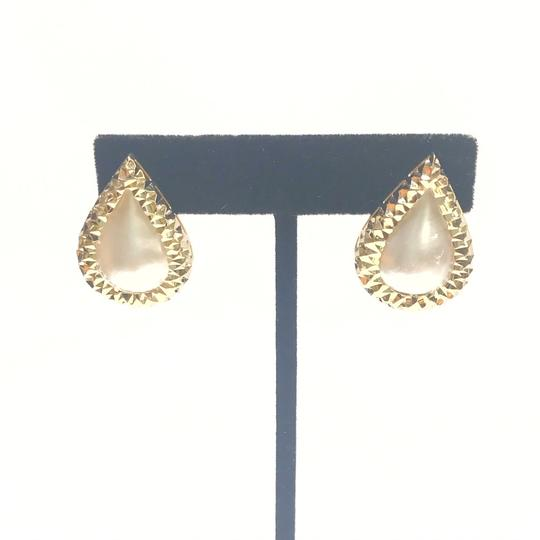Preload https://img-static.tradesy.com/item/25561177/vintage-14-karat-yellow-gold-and-mabe-pear-shaped-pearl-earrings-0-0-540-540.jpg