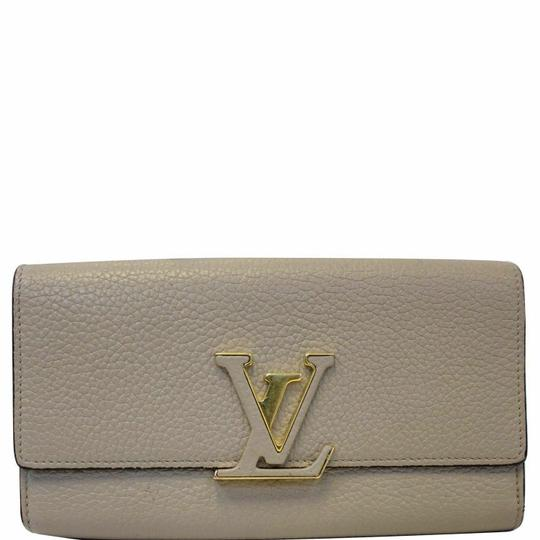 Preload https://img-static.tradesy.com/item/25561181/louis-vuitton-galet-capucines-taurillon-leather-wallet-0-0-540-540.jpg