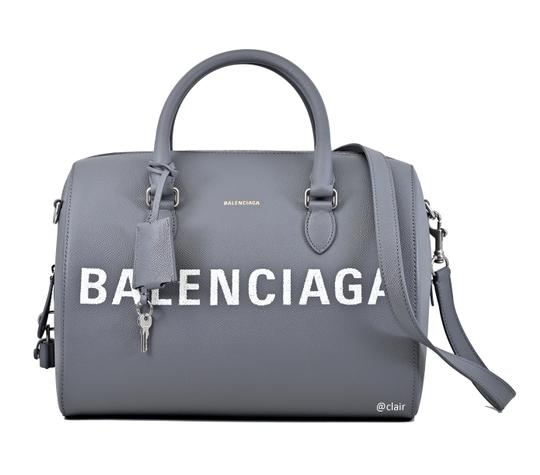 Preload https://img-static.tradesy.com/item/25565615/balenciaga-ville-grained-leather-bowling-grey-leather-satchel-0-0-540-540.jpg