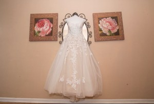 David's Bridal Cream With Veil Traditional Wedding Dress Size 8 (M)