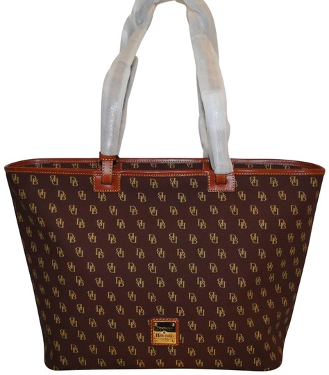 Preload https://img-static.tradesy.com/item/25569749/dooney-and-bourke-large-gretta-bordeaux-coated-canvas-tote-0-1-540-540.jpg