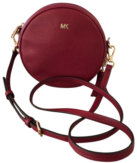 Preload https://img-static.tradesy.com/item/25576533/michael-kors-medium-canteen-maroon-cross-body-bag-0-1-540-540.jpg