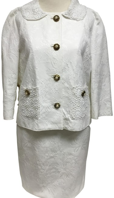 Preload https://img-static.tradesy.com/item/25576681/dolce-and-gabbana-white-jacquard-with-lace-detail-skirt-suit-size-8-m-0-2-650-650.jpg