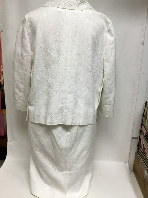 Dolce&Gabbana White jacquard skirt suit with white lace detail Image 6