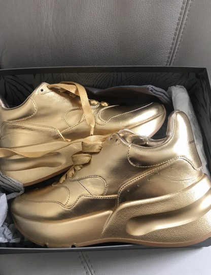 Alexander McQueen metal lamb/color sole. Gold Gold Athletic Image 4