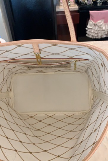 Louis Vuitton Tote in white Image 3