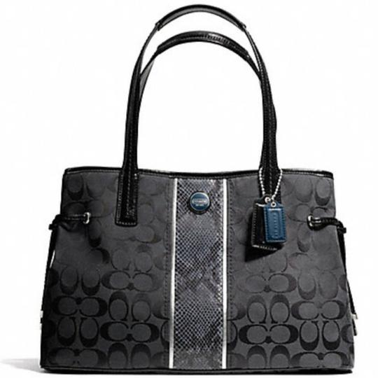 Preload https://item1.tradesy.com/images/coach-carryall-rare-python-gently-used-still-in-near-new-condition-no-signs-of-wear-on-handles-no-st-25577265-0-1.jpg?width=440&height=440