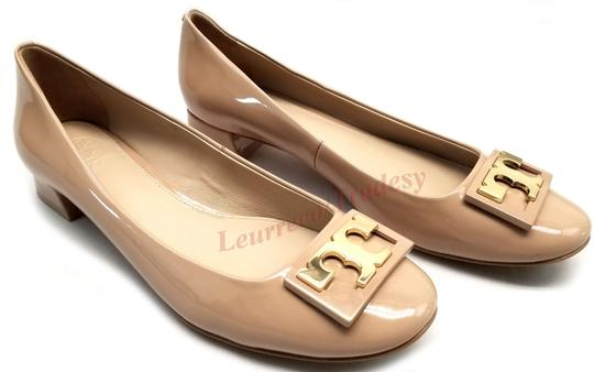 Tory Burch Round Toe T Logo Medallion Leather Lining Patent Leather Nude Pumps Image 2
