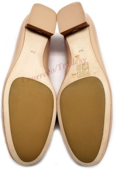 Tory Burch Round Toe T Logo Medallion Leather Lining Patent Leather Nude Pumps Image 6
