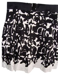 insight Skirt BLACK AND WHITE