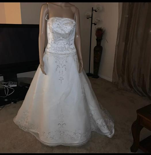 David's Bridal Ivory 100 Polyester Formal Wedding Dress Size 8 (M) Image 2