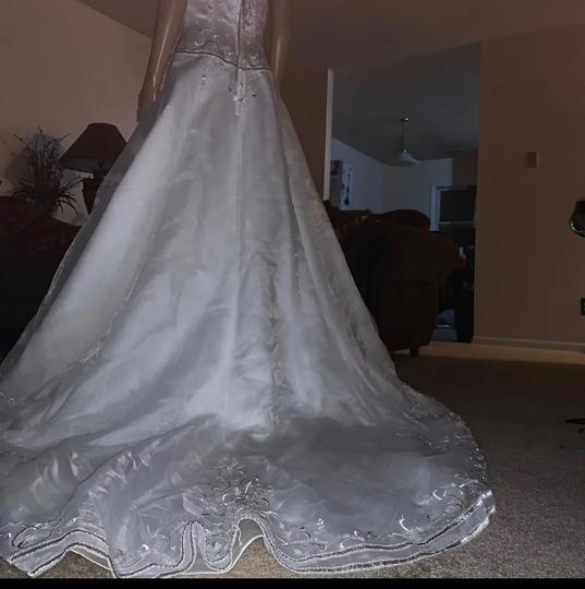 David's Bridal Ivory 100 Polyester Formal Wedding Dress Size 8 (M) Image 4