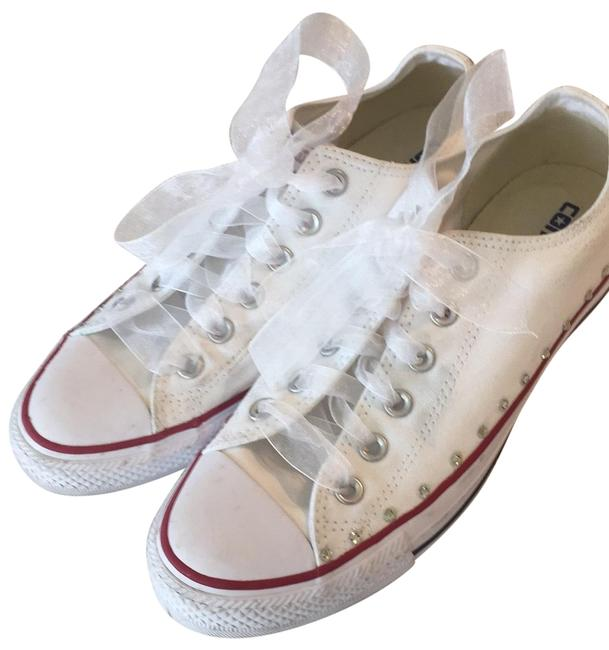 Item - White Converse Sneakers Size US 9 Regular (M, B)