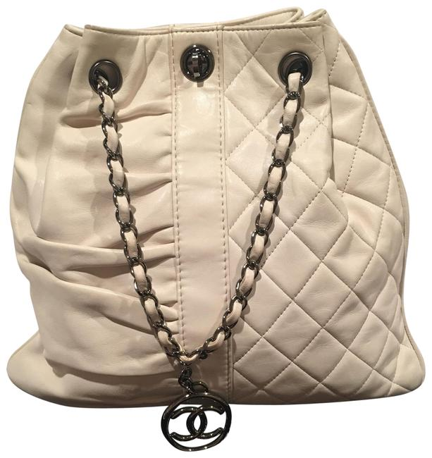 Item - Bucket Vintage Rare Quilted Gathered Ivory/White White/Ivory Lambskin Leather Shoulder Bag