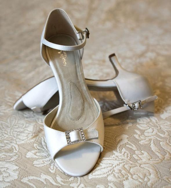 Item - Dyeable White Eternity Lo 2011 Sandals Size US 7