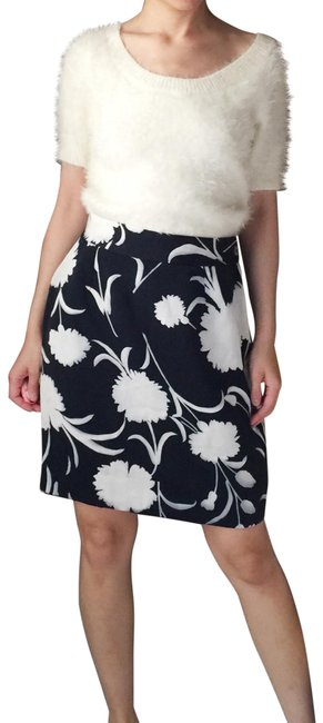 Preload https://img-static.tradesy.com/item/25584201/moschino-floral-in-navy-blue-and-white-skirt-size-12-l-32-33-0-1-650-650.jpg