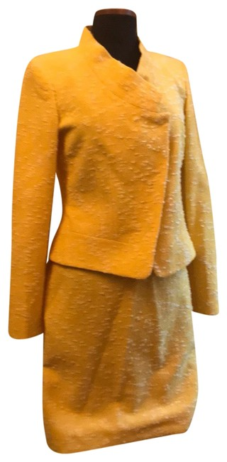 Item - Yellow Boucle Skirt Suit Size 8 (M)