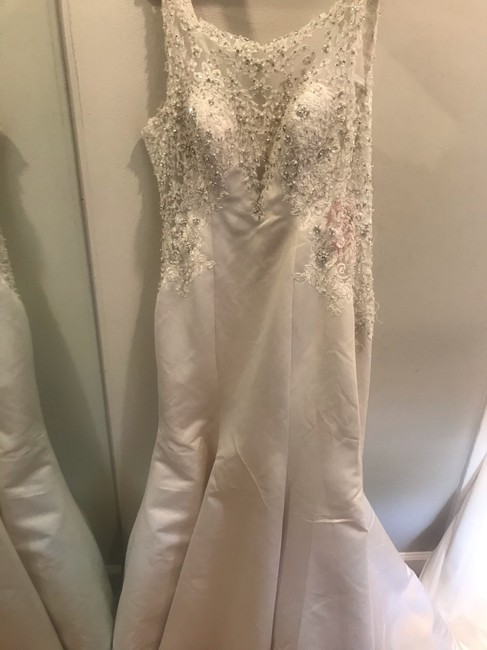 Item - Ivory Satin Romance 3007 Modern Wedding Dress Size 10 (M)
