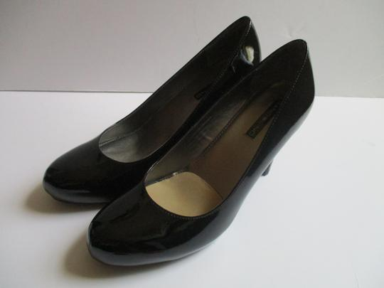 Bandolino Almond Toe Pewter Insoles Patent Leather Black Pumps Image 3