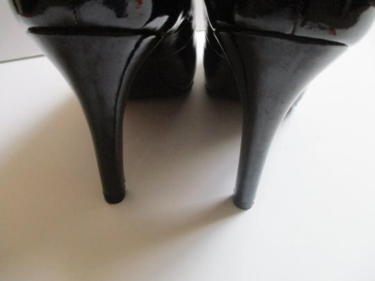 Bandolino Almond Toe Pewter Insoles Patent Leather Black Pumps Image 4