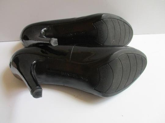 Bandolino Almond Toe Pewter Insoles Patent Leather Black Pumps Image 6