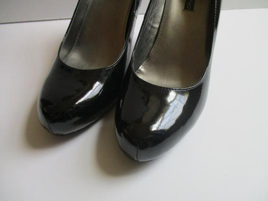 Bandolino Almond Toe Pewter Insoles Patent Leather Black Pumps Image 8