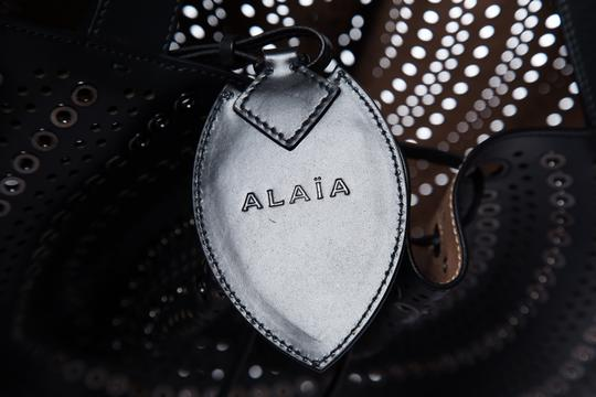 ALAA Tote in Black Image 10