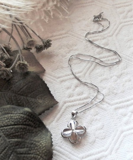 Unknown Signed Italian Sterling Silver 4 Leaf Clover Flower 18 Inch Box Chain Image 2