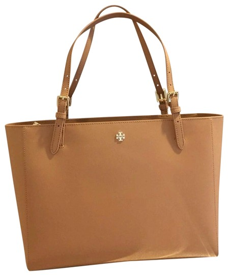 Preload https://img-static.tradesy.com/item/25588243/tory-burch-emerson-buckle-large-cardamom-leather-tote-0-1-540-540.jpg