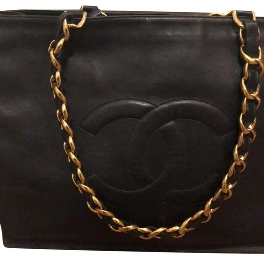 Preload https://img-static.tradesy.com/item/25588399/chanel-with-gold-chains-black-lambskin-leather-shoulder-bag-0-1-540-540.jpg