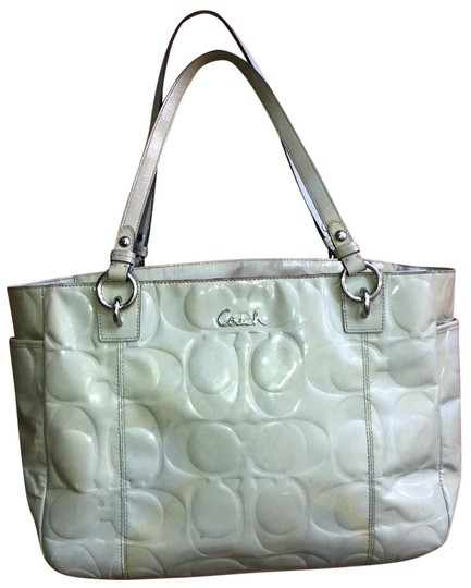 Preload https://img-static.tradesy.com/item/25592073/coach-embossed-light-olive-green-patent-leather-tote-0-1-540-540.jpg