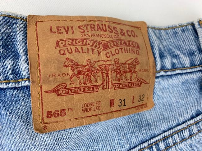 Vintage Levi's 565 Loose Fit Wide Leg Distressed Jeans Relaxed Fit Jeans-Light Wash Image 8