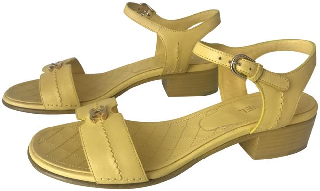 Item - Yellow Classic Leather Cc Gold Logo Slide 30mm Heel Block Sandals Size EU 39.5 (Approx. US 9.5) Regular (M, B)