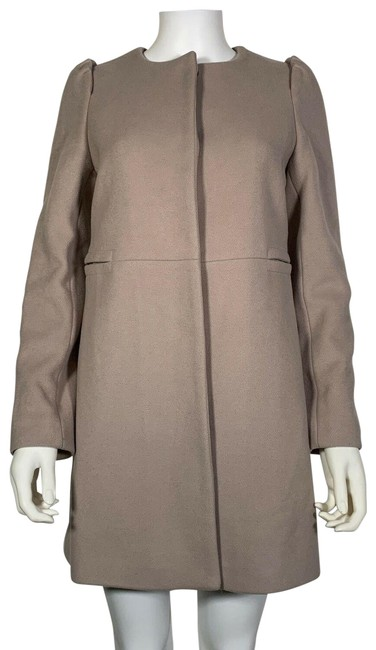 Preload https://img-static.tradesy.com/item/25592315/gucci-beige-women-made-in-italy-small-s-coat-size-4-s-0-1-650-650.jpg