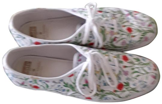 Preload https://img-static.tradesy.com/item/25593014/kate-spade-flower-garden-sneakers-size-us-85-regular-m-b-0-1-540-540.jpg