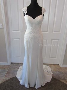 Essense of Australia Ivory/Porcelain Lace D1897 Feminine Wedding Dress Size 14 (L)