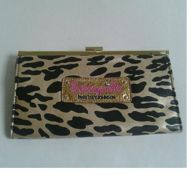 Item - Clutch Leopard Print Wallet
