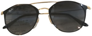 Ray-Ban New with tags Ray-Ban Aviator Collection Sunglasses Gold Hardware