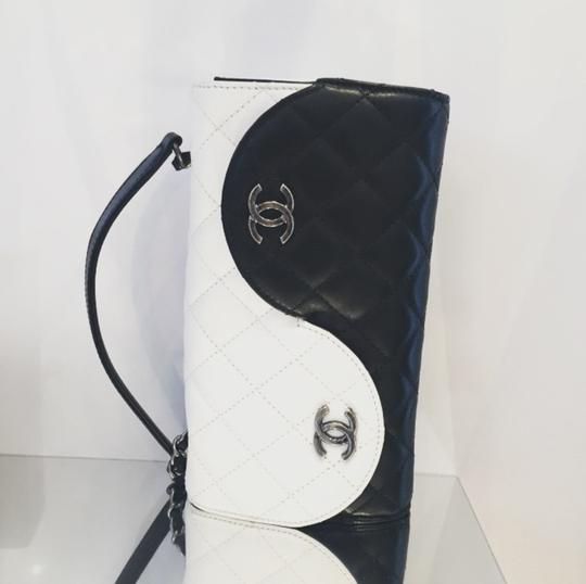 Chanel Ying Yang Cross Body Bag Image 10