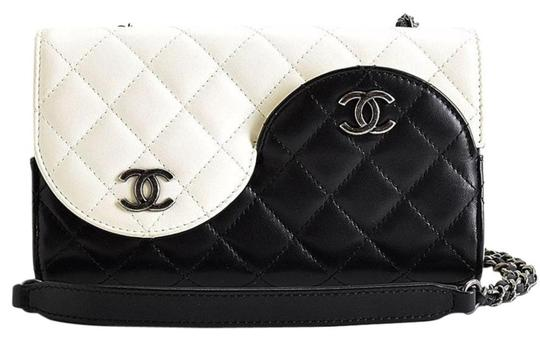 Chanel Ying Yang Cross Body Bag Image 2
