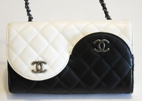 Chanel Ying Yang Cross Body Bag Image 3