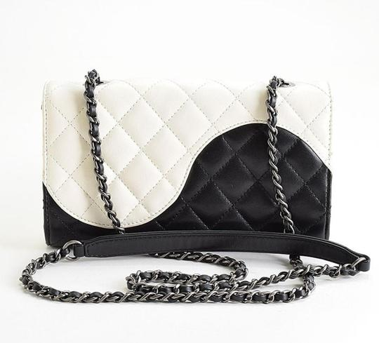 Chanel Ying Yang Cross Body Bag Image 4