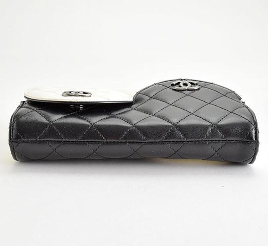 Chanel Ying Yang Cross Body Bag Image 5