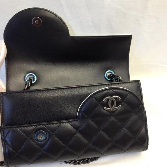 Chanel Ying Yang Cross Body Bag Image 6