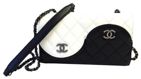 Chanel Ying Yang Cross Body Bag Image 7